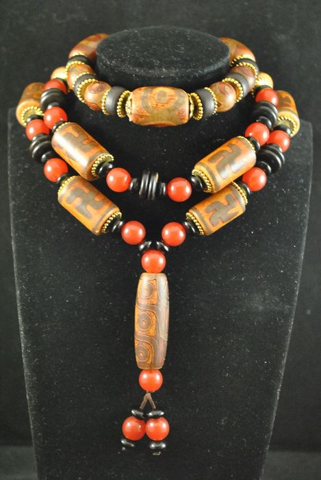 20 Dzi. Beads necklace and wrist bracelet (2) - Agate - China - Late 20th century