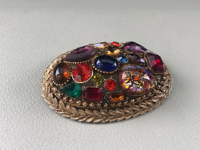 Gold-plated - Sphinx Large fruit salad cabochon brooch