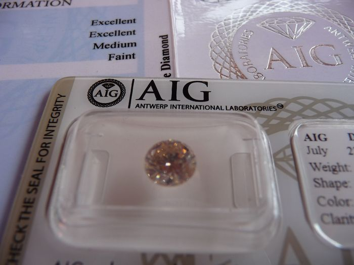 1 pcs Diamant - 1.29 ct - Briljant - Natural Fancy Pinkish-Brown  / 3 x Excellent - SI2