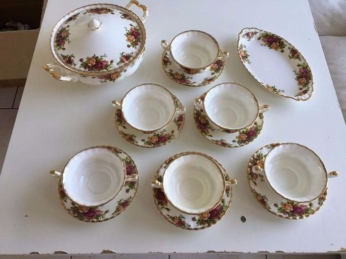 Royal Albert - A dinner service from old country rose (14) - Porcelain