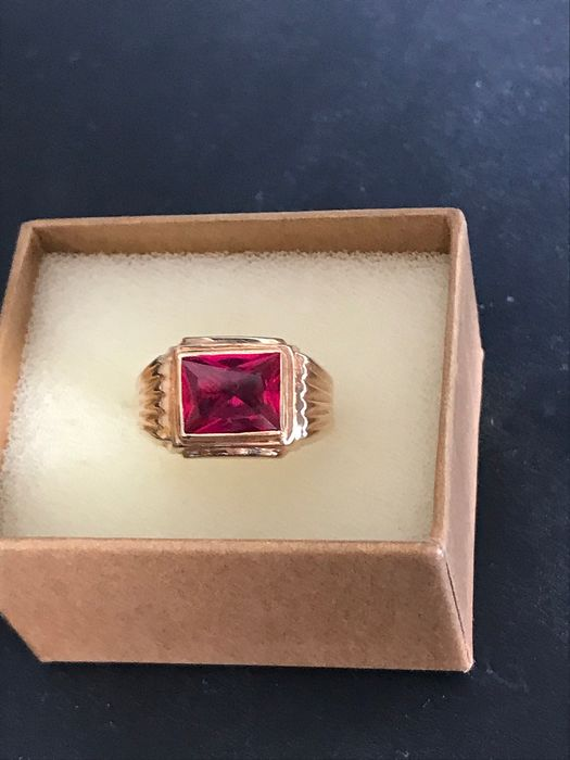19.2 K Yellow gold - Ring - 8.90 ct Ruby