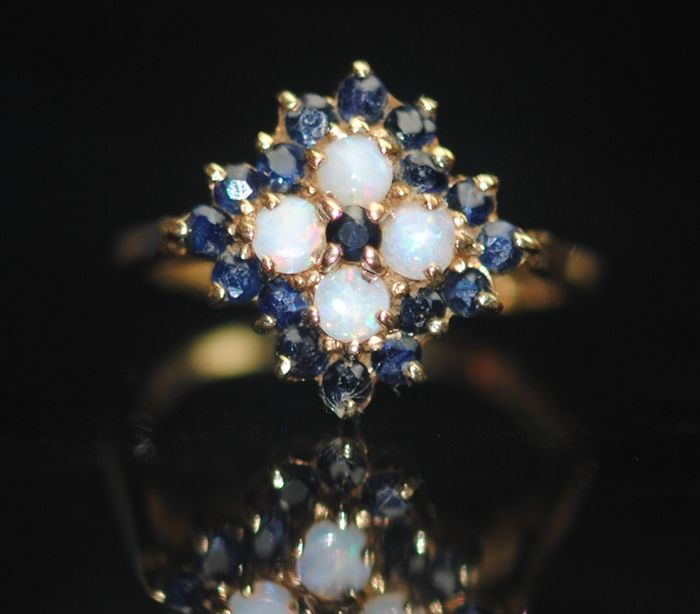 Sapphire and Opal - 9K Yellow gold - Ring