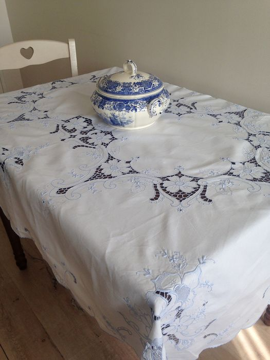 Tablecloth . Embroidered. Openwork.1,70 cm x 1,30 cm. - Cotton