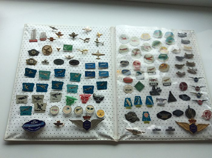 Album with more than 100 aviation pins - Iron, tin, plastic and enamel