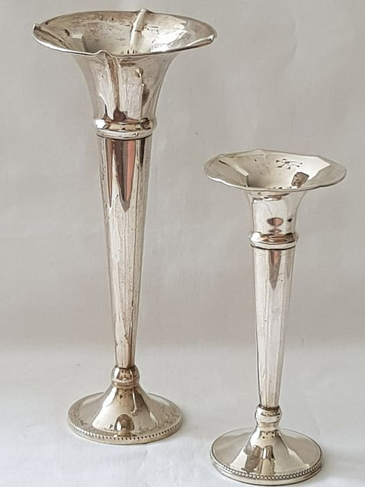 Silver Vases finished with pearl rim.  (2) - .833 silver - The Netherlands - First half 20th century