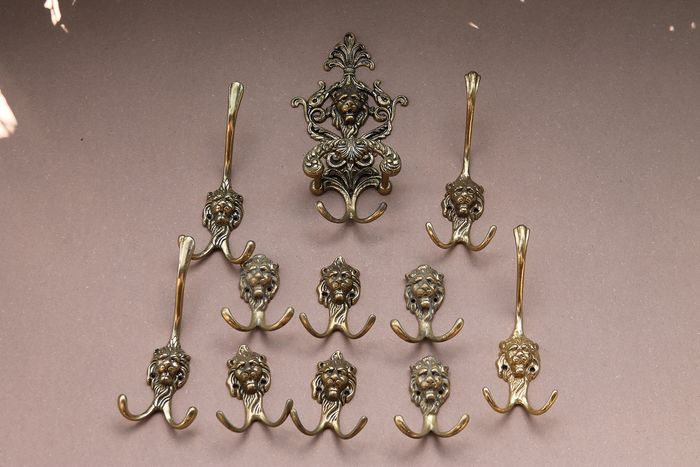 heavy copper coat hooks with lion heads set of 11 (11) - Copper
