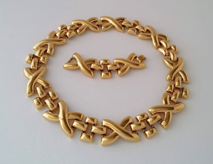 MONET Gold-plated - Crisscross Necklace