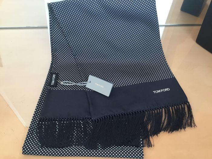 TOM FORD  Luxe Silk stole