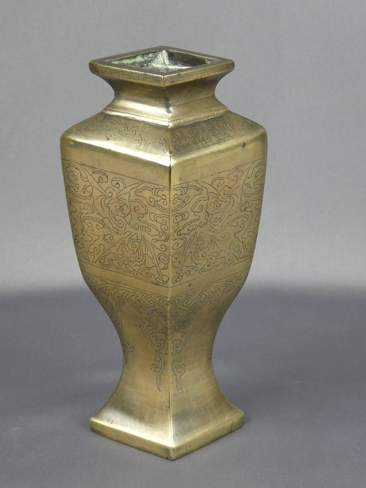 Vase - Bronze, Silver inlay - Bronze Vase with silver Inlay Work, signed - China - 19th century