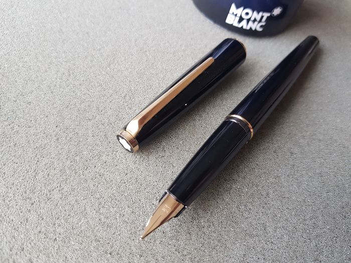 Montblanc - 320 - Fountain pen - gold plated nib (M)