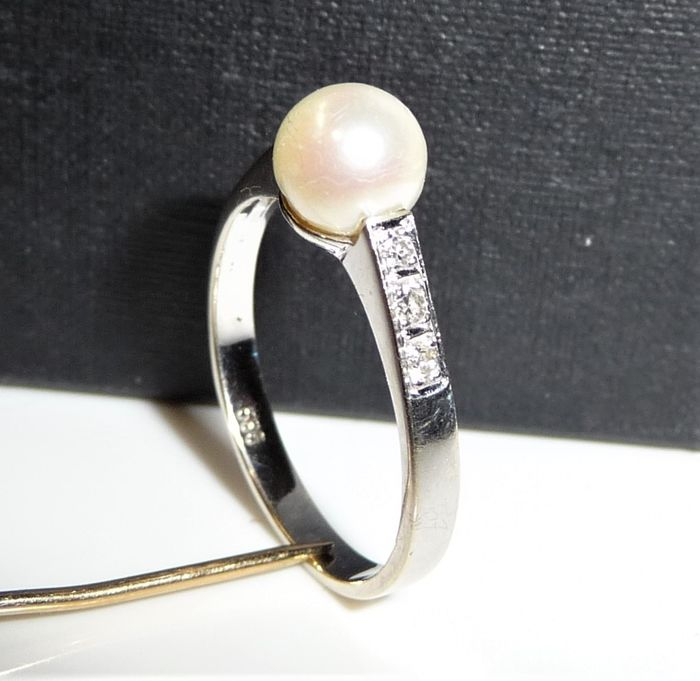 14 kt. White gold - Ring with Akoya pearl 0.10 ct. Diamonds + 1 saltwater pearl