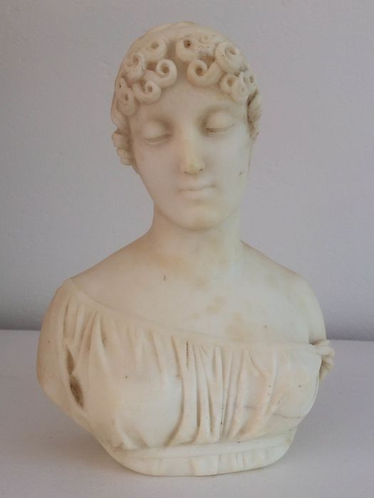Sculpture of an ancient young woman - Alabaster - 19th century