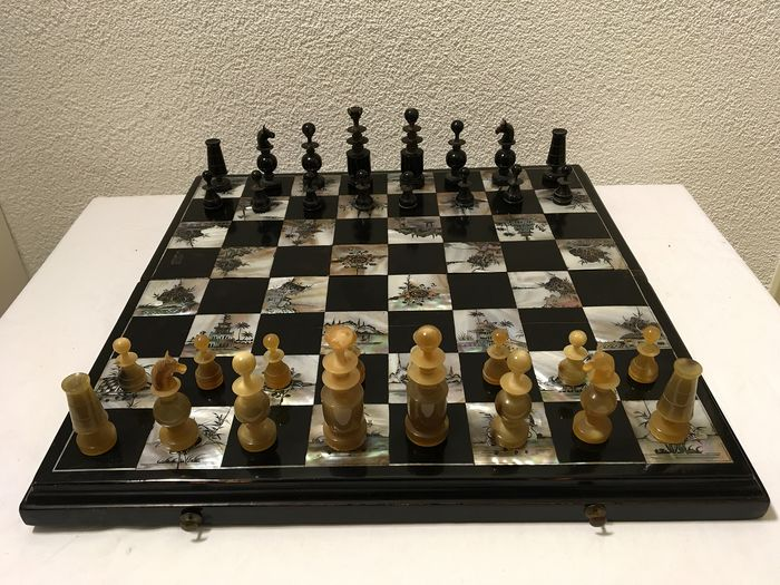 Antique Régence Chess game - Horn and Mother of Pearl