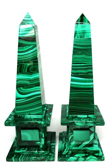 First Quality Malachite Obelisk 1305ct - 129.44×42.65×42.62 mm - 261 g - (2)