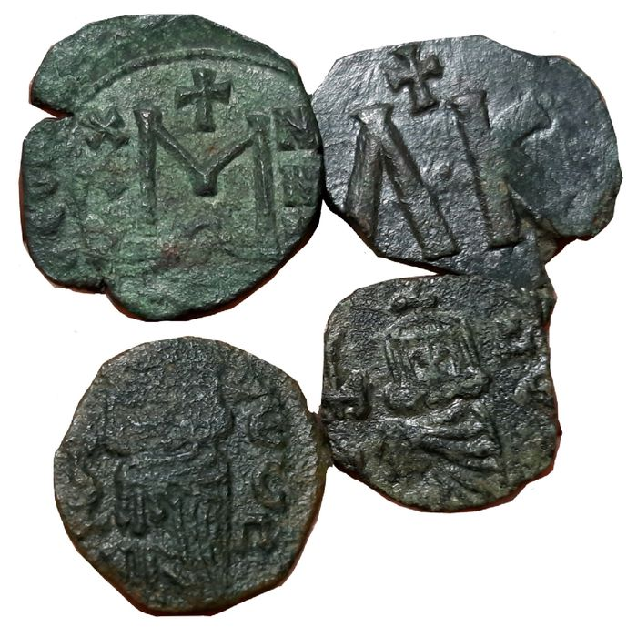 Byzantine Empire - Lot comprising 4 Æ Follis, incl.: Theophilus (AD 829-842) / Leo V (AD 813-820) / Constantine V, with Leo IV and Leo III (AD 741-775)