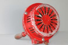 Antique original manual fire service siren or air alarm, entirely made of metal, it makes a lot of noise - metal wooden crank