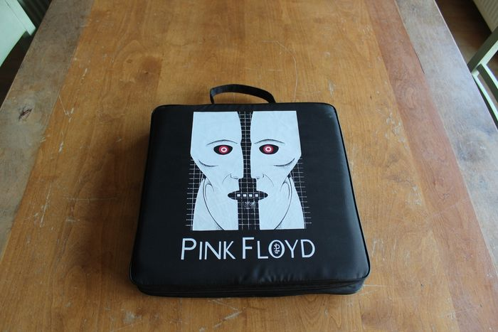 Pink Floyd - Division Bell -  US Tour Only Stadium Cushion  - Official merchandise memorabilia item - 1994
