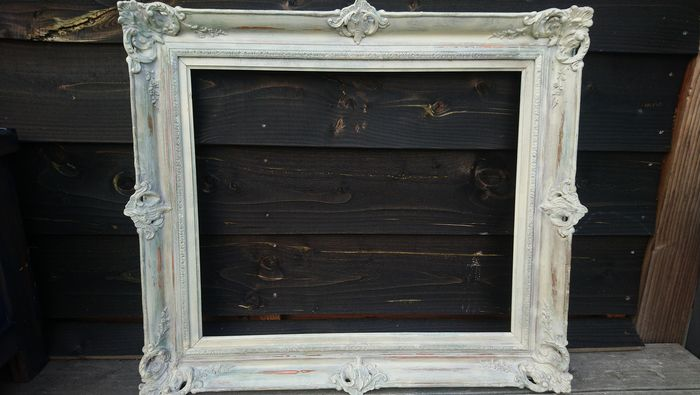 Beautiful vintage picture frame - Wood