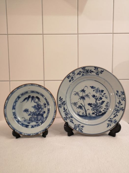 Plates (2) - Porcelain - China - 18th century