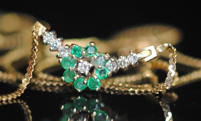Emerald and Diamond (0.20ct) - 14 kt. Yellow gold - Necklace, Pendant