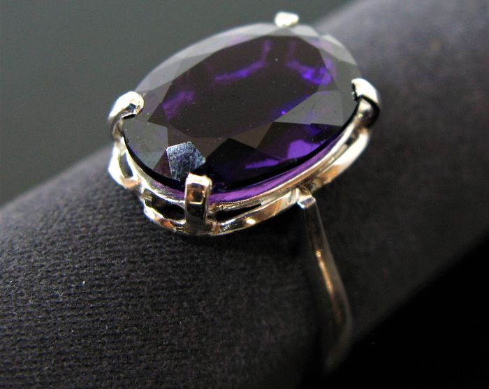 No reserve price - Cocktail - 9 kt White gold - Ring - 5.50 ct Amethyst
