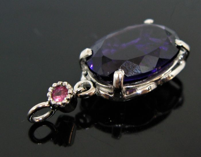 No reserve price - 18 kt. White gold - Pendant - 5.50 ct Amethyst - pink sapphire ct 0,10 round brillant-cut