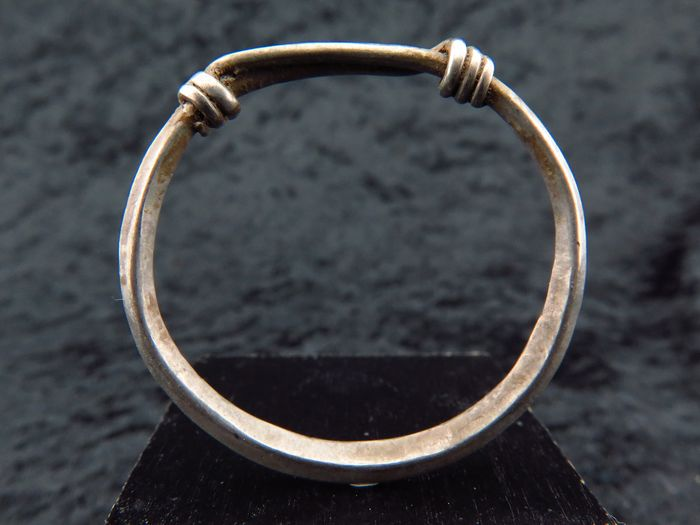 Celtic silver decorated ring - 26×3×3 mm - (1)