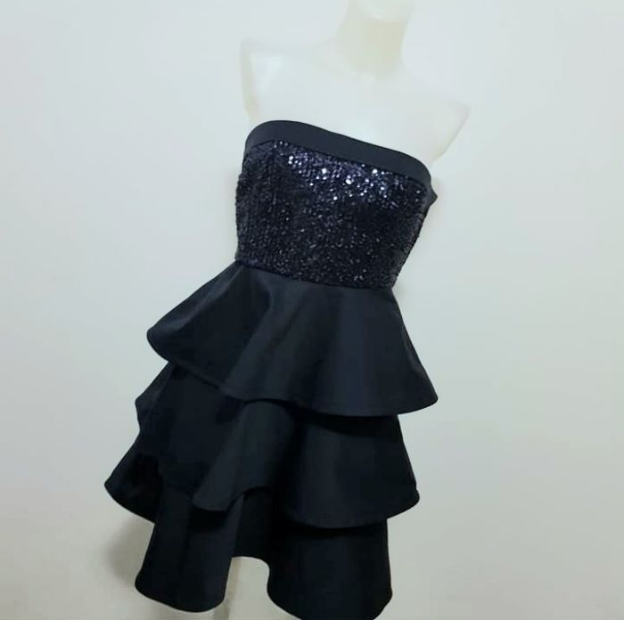 ARMANI COLLEZIONI  - Dress with flounces and sequins - Size: 42 It, 42 Bra, 42 Mex, USA 6,Chn 165/92