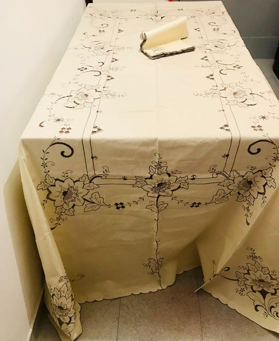 Set of large festive tablecloth richly embroidered at the center table + 12 napkins - Cotton