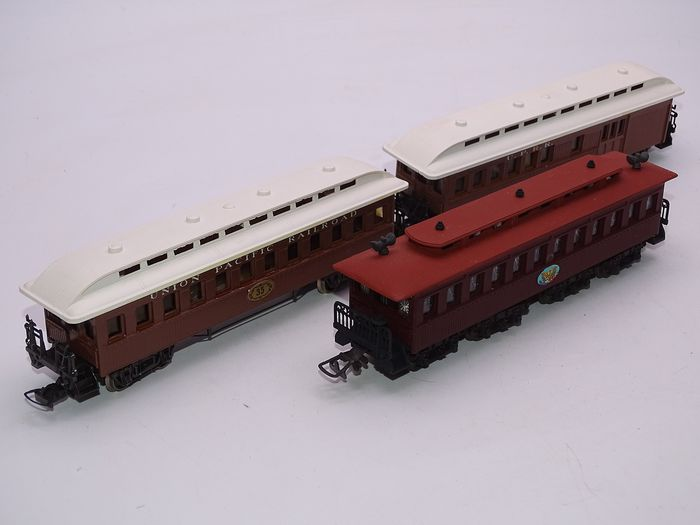 Pocher H0 - 224/2 / 227/2 / 228/2 - Passenger carriage - 2x Old Timer Cars & Lincoln Funeral Car - Union Pacific Railroad