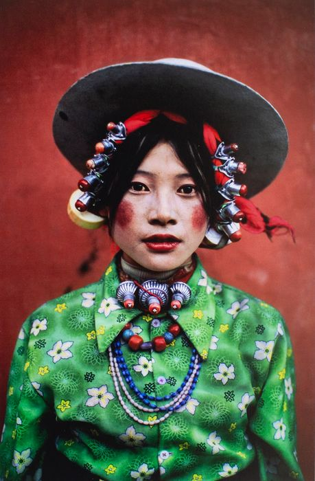 Steve McCurry (1950-) - Young Women at horse festival. Tagon, Tibet, 1999)