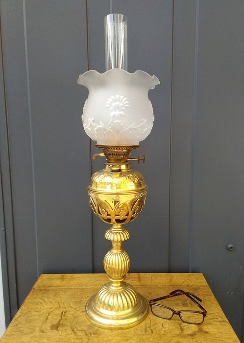 Heavy brass oil lamp with frosted glass shade - Victorian - Brass, Glass - 1888