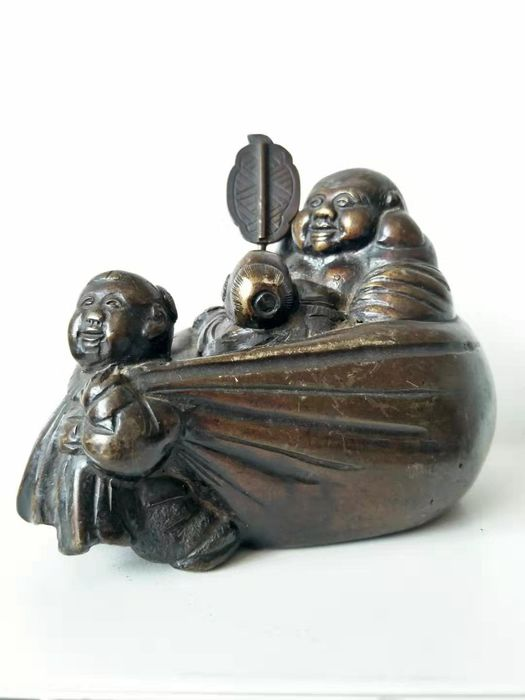 Okimono - Bronze - Hotei in his bag of riches being pulled by a karako  - Japon - Début du XXe siècle