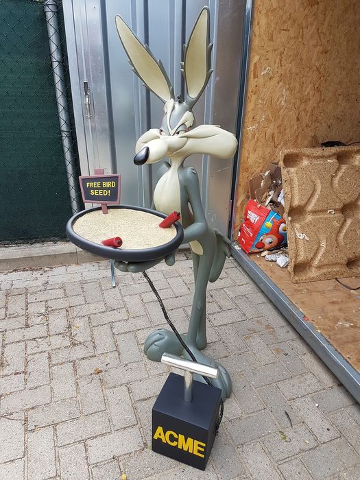 Looney Tunes - Warner Bros. - Statue(s) Wile E Coyote bird seed butler