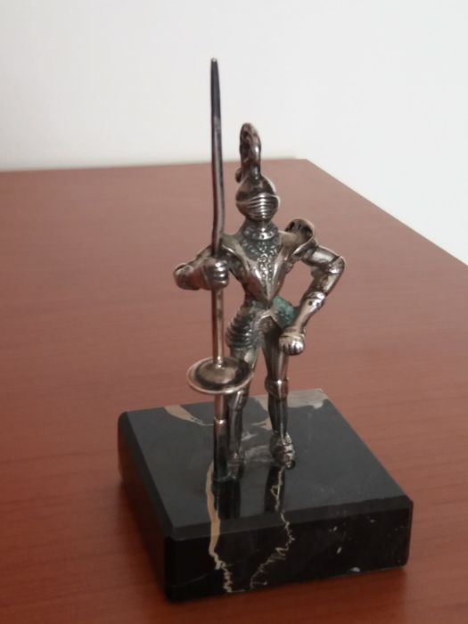 Miniature in solid silver 800, hallmarked, depicting an armoured knight with spear