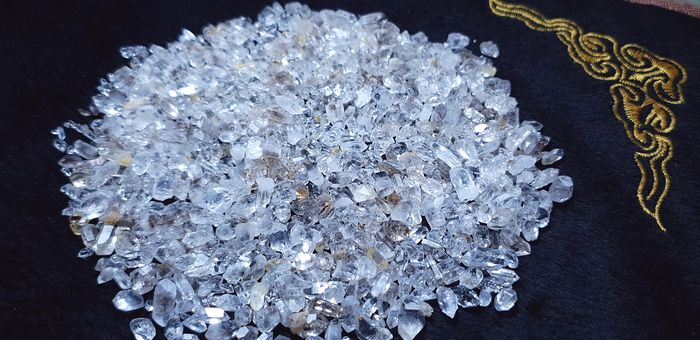 stunning diamond quartz small  crystal Crystal - 7×7×7 mm - 110 g