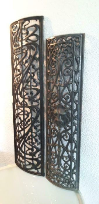 Lot of two antique door grilles (2) - Iron (cast/wrought)