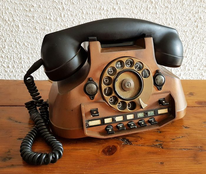 PTT ATEA Belgium - A red copper phone with bakelite horn and Interconnectionsystem, 1950s - Copper