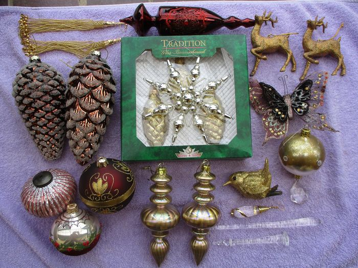 Collection of coloured Christmas decorations (22) - glass (coloured glass), crystal, fabric, metal