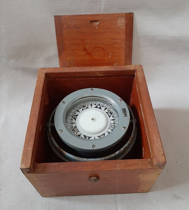 Nice compass in a beautiful box - Wood - mid 20th century