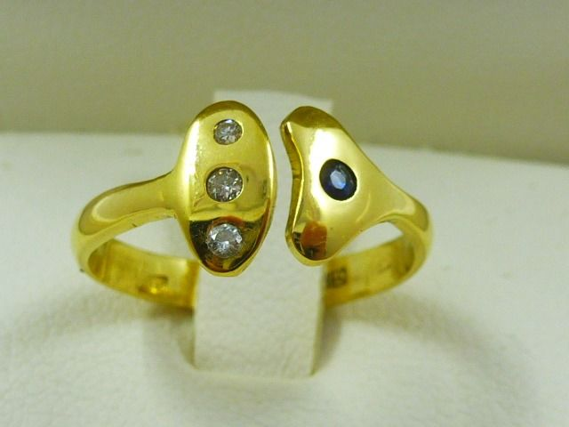 18 kt. Gold - Ring - 0.06 ct Diamond - Sapphires