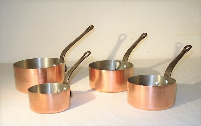 A very solid set of 4 French pans - Solid copper, cast iron