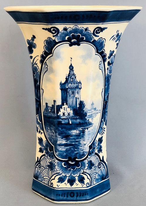 De Porceleyne Fles - Large cup vase with an image of a castle - Earthenware