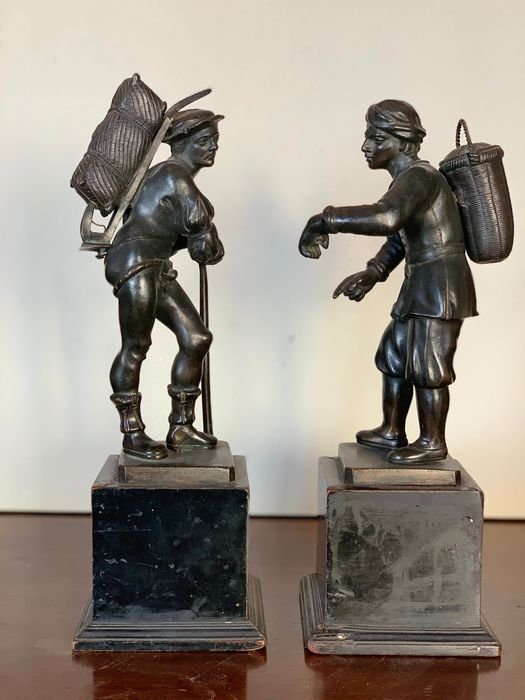 Sculpture, Two street vendors (2) - Neoclassical - Bronze - 19th century