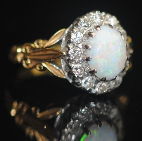 Opal and Diamond (0.50ct) - 18 kt. Yellow gold - Victorian Ring