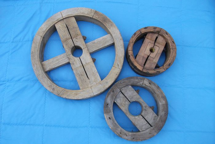 Industrial and / or agricultural pulleys (3) - Wood