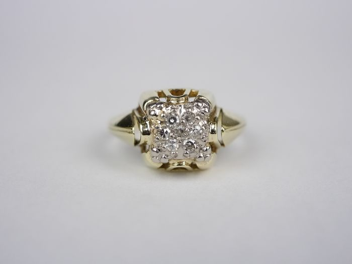.585 Gold -  Vintage Damen Gold Ring mit 7 Diamanten ca, 0, 14 Karat.