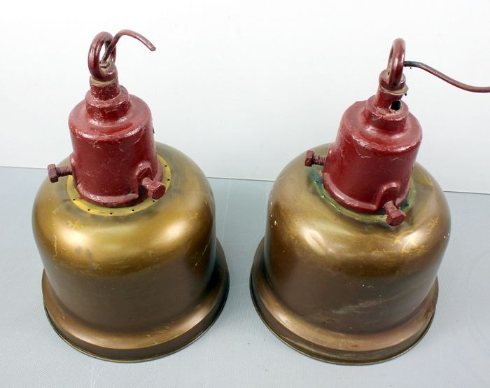 Vintage pair of industrial ceiling lamps (2) - Brass, Iron (cast/wrought) - Early 20th century