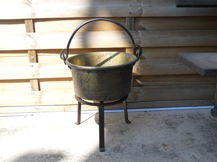 old fireplace cauldron with its wrought iron support (2) - Folk Art - Brass