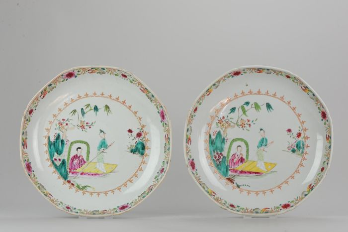 Plato (2) - Porcelana - Pair 27.6cm of Antique Chinese Qianlong Famille Rose Plate Lady on boat - China - siglo XVIII